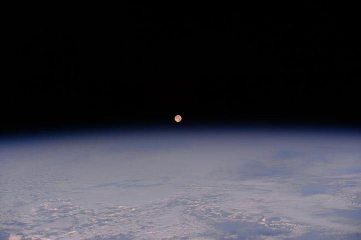 Fantásticas imágenes de la Luna Llena vista desde el espacio (FOTOS)