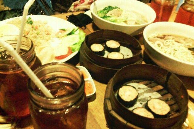 Nasi Goreng Seafood. Lamian Sapi Lanzo. Dimsum Sushi. Ice Tea.