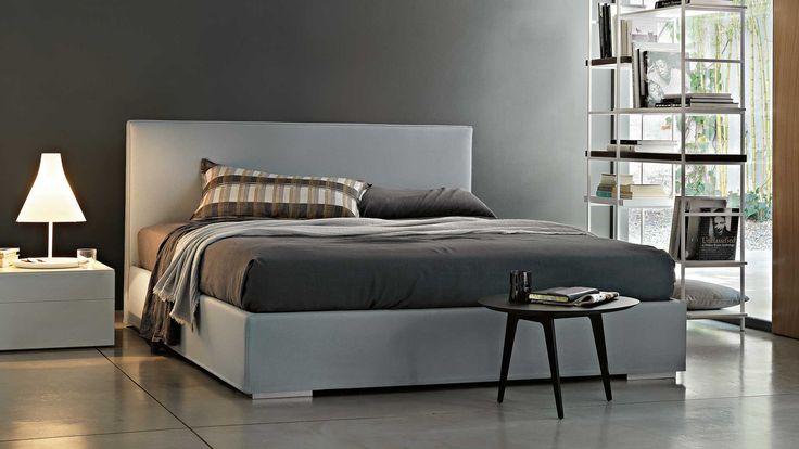 Caratterizzato da un design rigoroso e lineare, Camille di Officinadesign Lema è un letto imbottito completamente sfoderabile rivestito in pelle