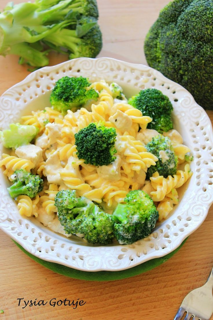 Pożywny i sycący, a jednocześnie szybki w przygotowaniu i niezwykle smaczny. Mowa o dzisiejszej propozycji obiadowej na którą gorąco Was za...