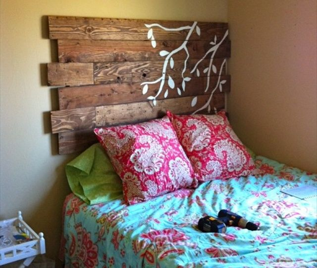 Pallet Headboard: Pallet DIY Projects