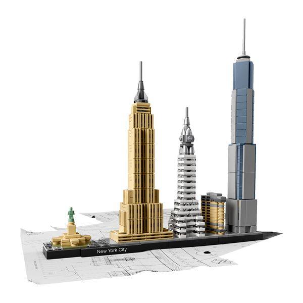 21028-New York LEGO : Capturez l'essence architecturale de New York avec cet ensemble magnifique qui rassemble les célèbres Flatiron Building, Chrysler Building, Empire Sta...King Jouet, retrouvez tout l'univers, Lego, planchettes & autres - Jeux de construction