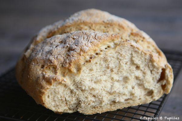 Pain aux flocons d'avoine en autolyse cuit en cocotte Bread with oats