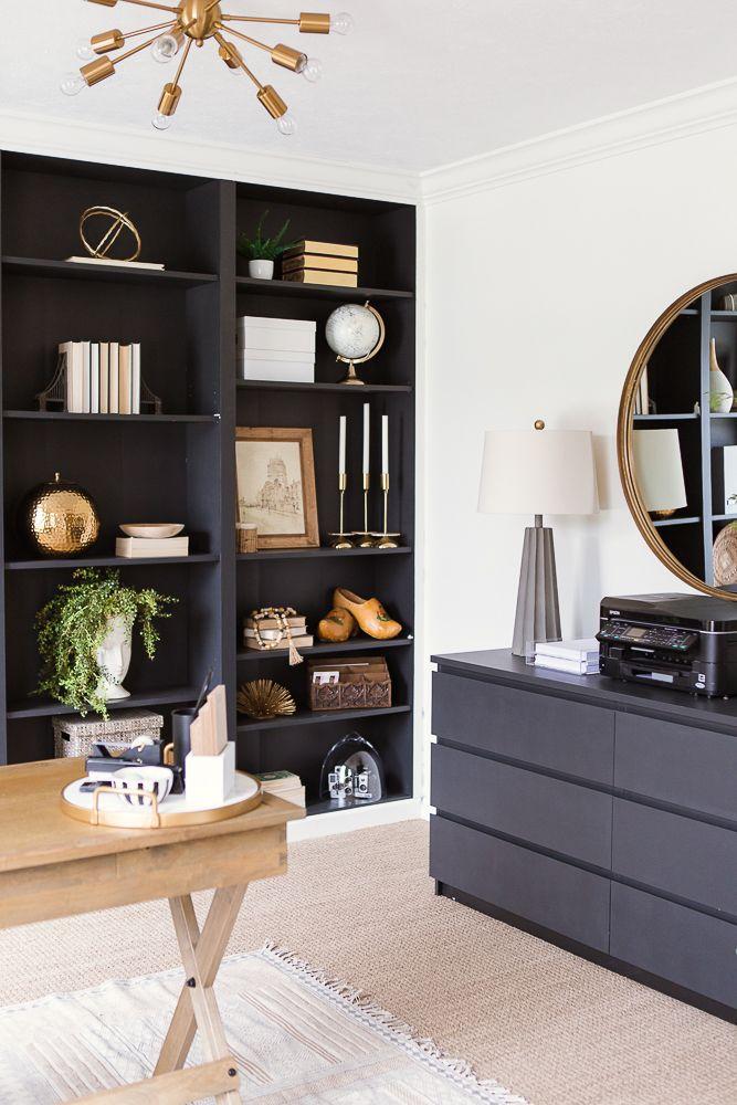 Zuhause #Büro #mit #gemaltem #schwarzem #Bücherregal #und #Sputnik ...