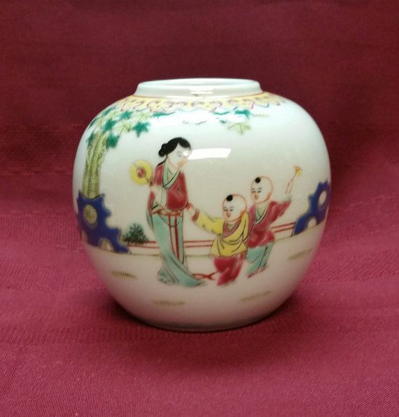 Colorful Chinese Vase Enamel Painting Bright and Colorful