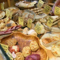 大阪淀屋橋にあるパリアッシュは人気のパン屋さん このお店の特徴はとにかくパンの種類が多いことですね 定番のパンから変り種のパンケーキまであるから毎回選ぶのに困っちゃう(ꇴ) 素材からこだわって作られているパンはどれも本格的 イートインできるからランチにもおすすめです( ω )  #大阪 #ランチ #グルメ #パン #ケーキ #パリアッシュ #淀屋橋 #カフェ tags[大阪府]