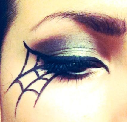 DIY spiderweb halloween eye makeup #cateye #eyeshadow #halloween
