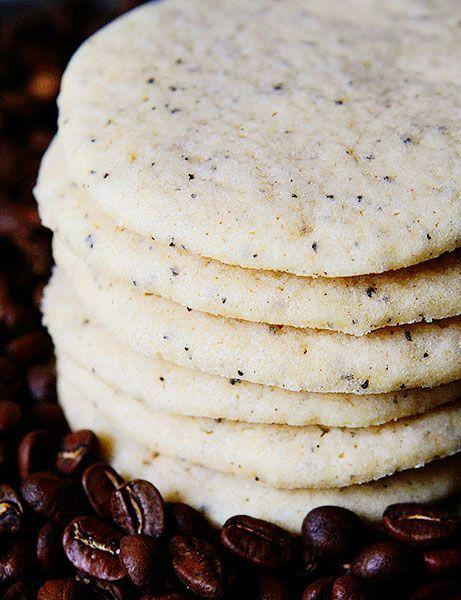 Acompaña tu coffee bar con estas apetitosas galletas de azúcar y mocha de Amanda Rettke.