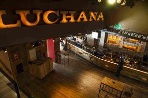 Participamos en la transformación de los cines Luchana en Los Teatros Luchana. Elaboramos la barra de 18 metros y la revestimos de madera  #wood #interiorism