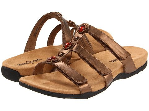 comfortable sandals for traveling
