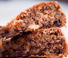 Banankaka är en god och saftig kaka som många har som favorit bland fikabröd. Banankakans smet består bland annat av sagolik choklad och sötman från mogna bananer. Serveras kall och gärna med glass.