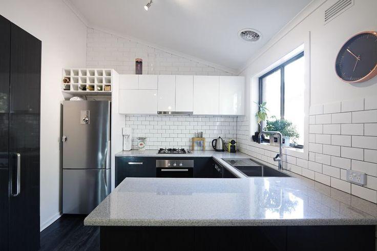 Biała kuchnia nowoczesna. #design #urządzanie #urząrzaniewnętrz #urządzaniewnętrza #inspiracja #inspiracje #dekoracja #dekoracje #dom #mieszkanie #pokój #aranżacje #aranżacja #aranżacjewnętrz #aranżacjawnętrz #aranżowanie #aranżowaniewnętrz #ozdoby #kuchnia #jadalnia