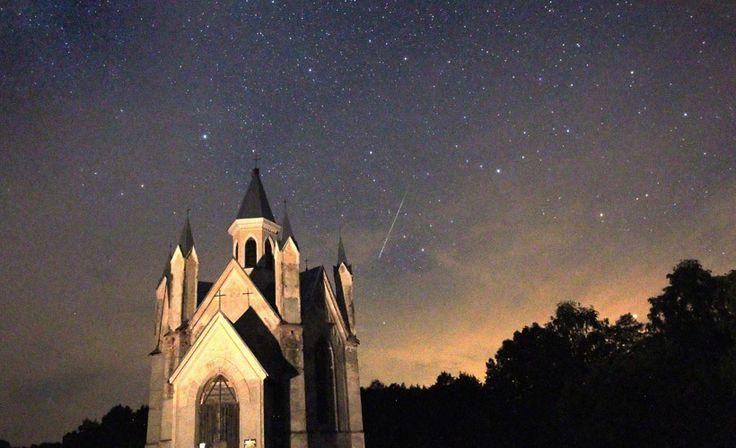 Katolinen kirkko toimi rekvisiittana upealle tähdenlennolle Valkovenäjällä 12. elokuuta. (EPA/ AOP)