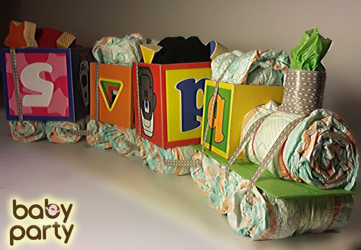 Plienkova torta - Baby Party vláčik z plienok, obsahuje 26 plienok (pampers sleep  play č. 4), detské body, prikrývku (70x70 cm) a hracie kocky.