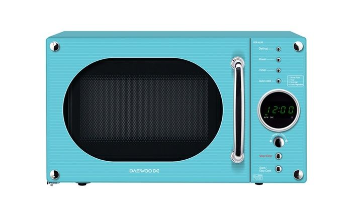 Suitable for any household, the 800W Daewoo microwave has a 20 litre capacity with 5 power levels with auto cook and auto defrost feature