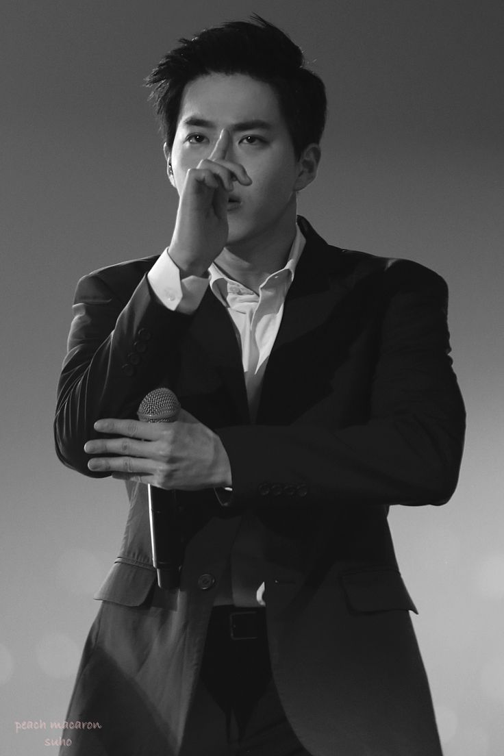 Suho - 150817 EXO the Exoplanet #2 - the EXO'luXion in Hong Kong Credit: Peach Macaron.