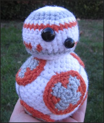 gratis free:BB-8 from Star Wars Crochet Pattern Here is my new free crochet pattern BB-8 from Star Wars. This blog version also has a more detailed description of how to make BB-8's circles.   Please post pictures of your finished BB-8 on my Facebook page.
