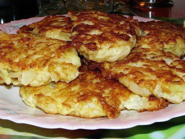 http://very-sweet-life.tumblr.com ИНГРЕДИЕНТЫ 300-400 гр капусты 200 мл кефира 1 яйцо 1 луковица 3-5 столовых ложек муки масло растительное 1/3 чайной ложки разрыхлителя соль по вкусу СПОСОБ...