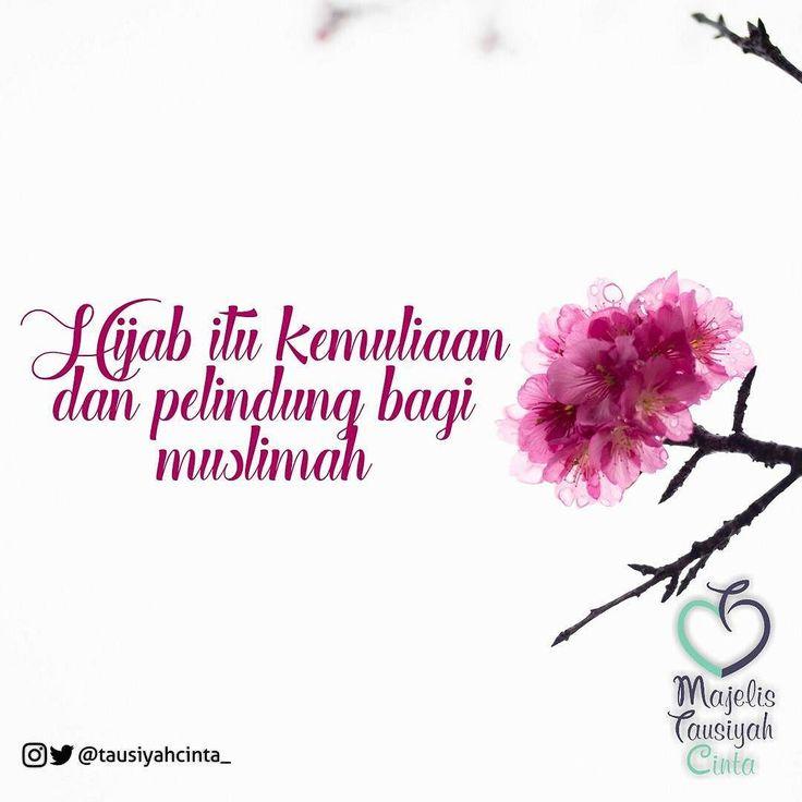 @mozaik_islam . Hijab itu Kemuliaan dan Pelindung bagi Muslimah . Hai Nabi katakanlah kepada isteri-isterimu anak-anak perempuanmu dan isteri-isteri orang mukmin: Hendaklah mereka mengulurkan jilbabnya ke seluruh tubuh mereka. Yang demikian itu supaya mereka lebih mudah untuk dikenal karena itu mereka tidak di ganggu. Dan Allah adalah Maha Pengampun lagi Maha Penyayang. (QS. Al Ahzab: 59)  Demikian Allah menyampaikan kepada setiap Muslimah manfaat dari menutup aurat dengan hijab syar'i salah…