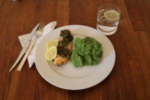 Stekt laks med pesto og brokkolimos - snadder!