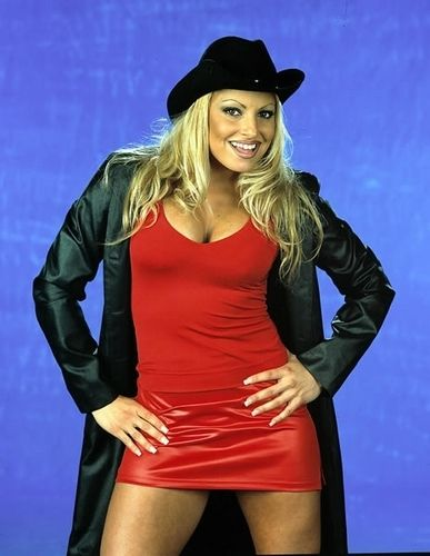Celebrity woman 2016 wwe diva trish stratus for Diva 2000
