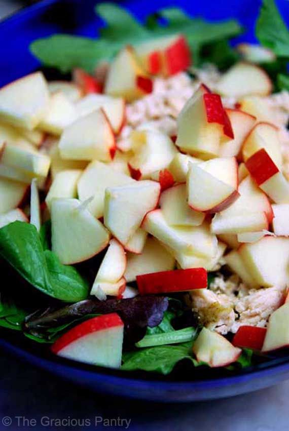 Clean Eating Recipes | Clean Eating Chicken Apple Salad Ingredients:  1 chicken breast, baked with whatever herbs you like best 2 cups lettuce (I prefer spring mix) 1 small apple 2 tablespoons vinaigrette (you'll find the recipe here) Directions: Dice or shred your chicken breast. Dice your apple. Toss all ingredients in a large salad bowl.