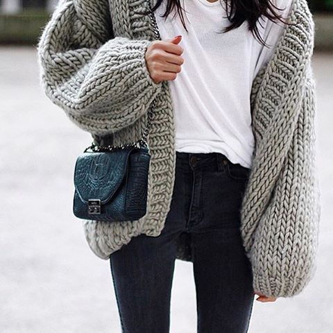 MINIMAL + CLASSIC: @pepamack | wool - big-knits - knitwear | fashion- street style- chunky knit, black jeans and a white tee