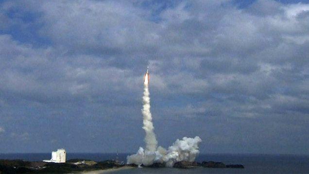W środę Japońska Agencja Kosmiczna wystrzeliła w przestrzeń kosmiczną sondę Hayabusa 2. Statek wyląduje na odległej asteroidzie, z której zostaną zebrane i przeanalizowane próbki skał. http://tvnmeteo.tvn24.pl/informacje-pogoda/swiat,27/pogoda-sie-poprawila-rakieta-wystartowala-japonia-leci-na-asteroide,151512,1,0.html