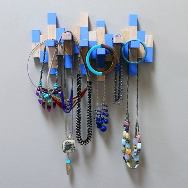DIY: necklace rack