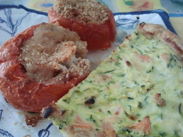 Every wednesday a new #inmylunchbox on Twitter: Salmon and zucchini quiche with stuffed tomatoes