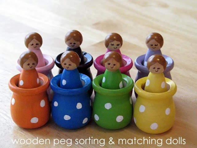 Easy to make, but oh so cute.Wooden Dolls, Little Girls, Peg People, Wooden Peg, Peg Sorting, Peg Dolls, Toddlers Crafts, Christmas Gift, Matching Dolls