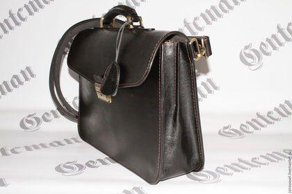 Купить или заказать Кожаный портфель 'Минимализм 2' в интернет-магазине на Ярмарке Мастеров. Портфель изготовлен из высококачественной кожи толщина 4 мм. искусственно состарена.Внутренняя подкладка из кожи Два портфеля в наличии.........................................................................................................................................................................................................................................................................