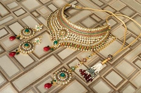 Kundan Bridal Jewellery: Amari's Statement Necklace, Earring, & Tika Set