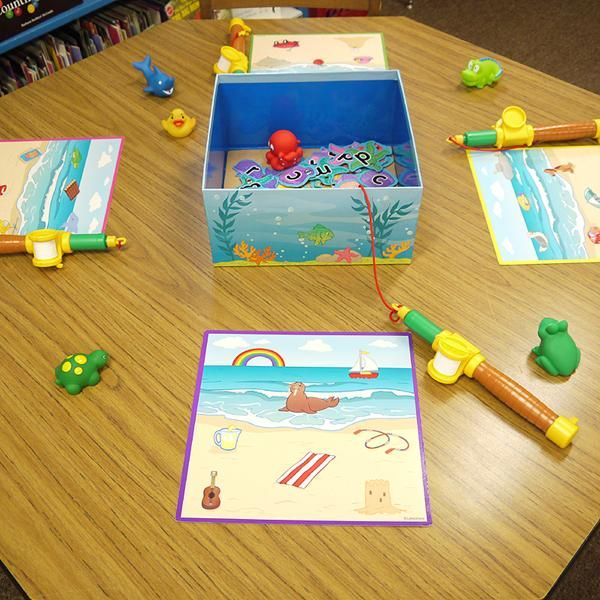 INSTRUCTION: In this activity, students have a card with pictures of objects. The task is to choose an object, and fish for the correct beginning consonant for the name of that object. This activity is highly engaging, and is something that students can do independently. As well, it promotes student's understanding of the relationship between letter-sounds and printed letters.