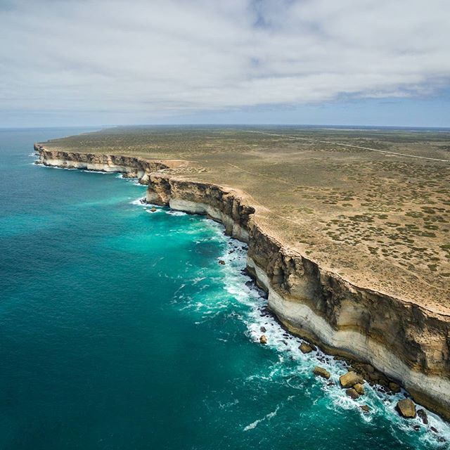 The staggering Bunda Cliffs can be found along @southaustralia's Great Australian Bight (via IG/from.miles.away) www.parkmyvan.com.au #ParkMyVan #Australia #Travel #RoadTrip #Backpacking #VanHire #CaravanHire