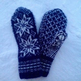 After knitting the mittens, I felted them, they are warm and thick. The pair weigts 102 grams