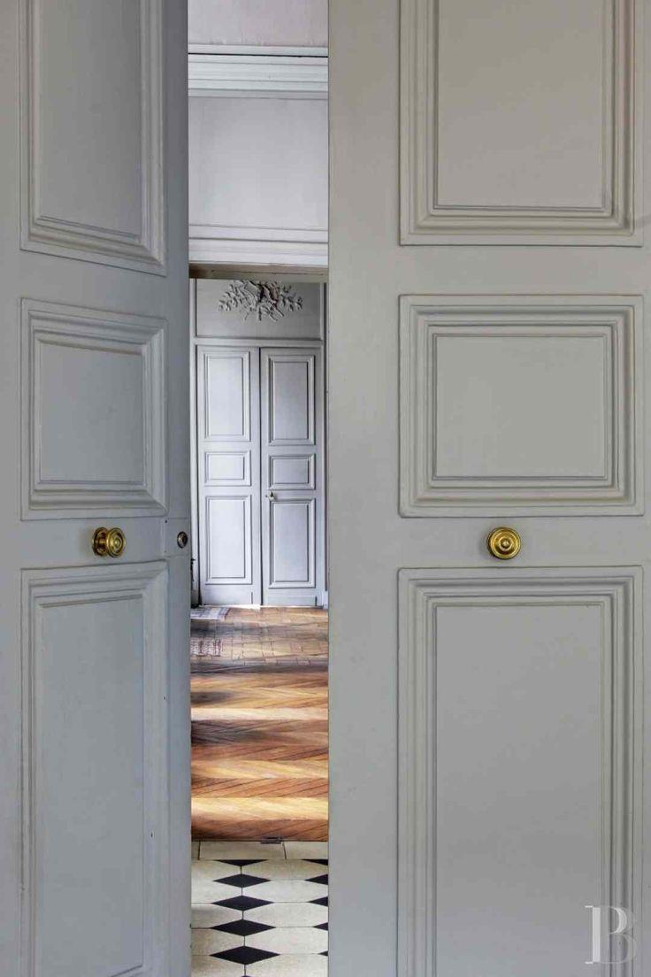 Dunklem holz mit interessanten rundungen gt stehlampe wohnzimmer modern - Portes Peinture En Totalit