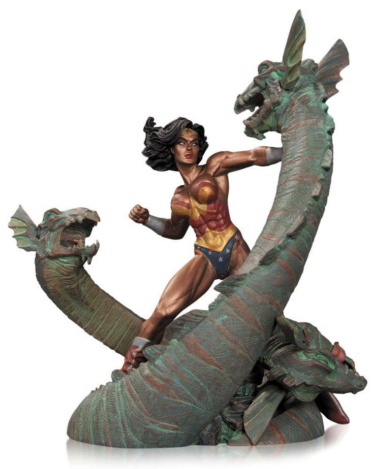 Estatua Wonder Woman vs. Hidra 19 cm. DC Cómics. DC Collectibles Preciosa estatua de Wonder Woman (La Mujer Maravilla) de 19 cm de altura rodeada del terrible monstruo de múltiples cabezas llamado Hidra 100% oficial y licenciada.