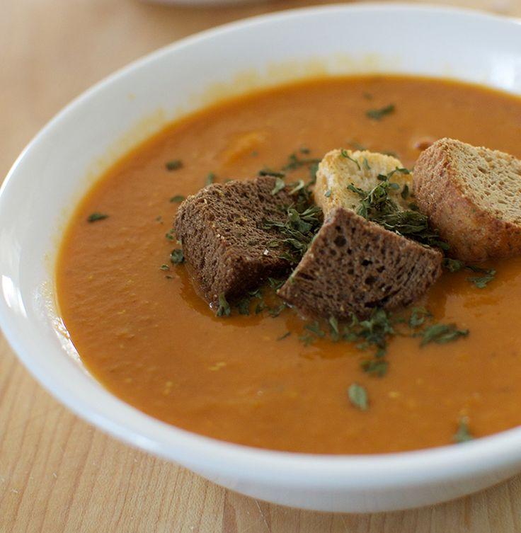 Potage repas savoureux aux lentilles rouges