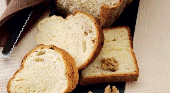 Buono da solo e ottima base per tartine e bruschette. Ecco la ricetta del pancarré con formaggioe noci.