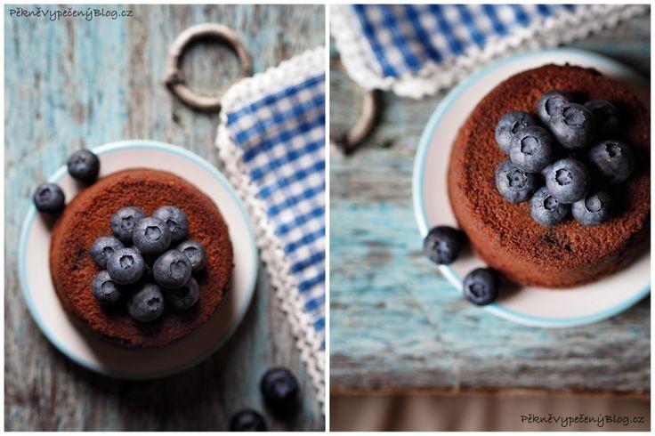 Pohankovo-čokoládové buchtičky s borůvkami