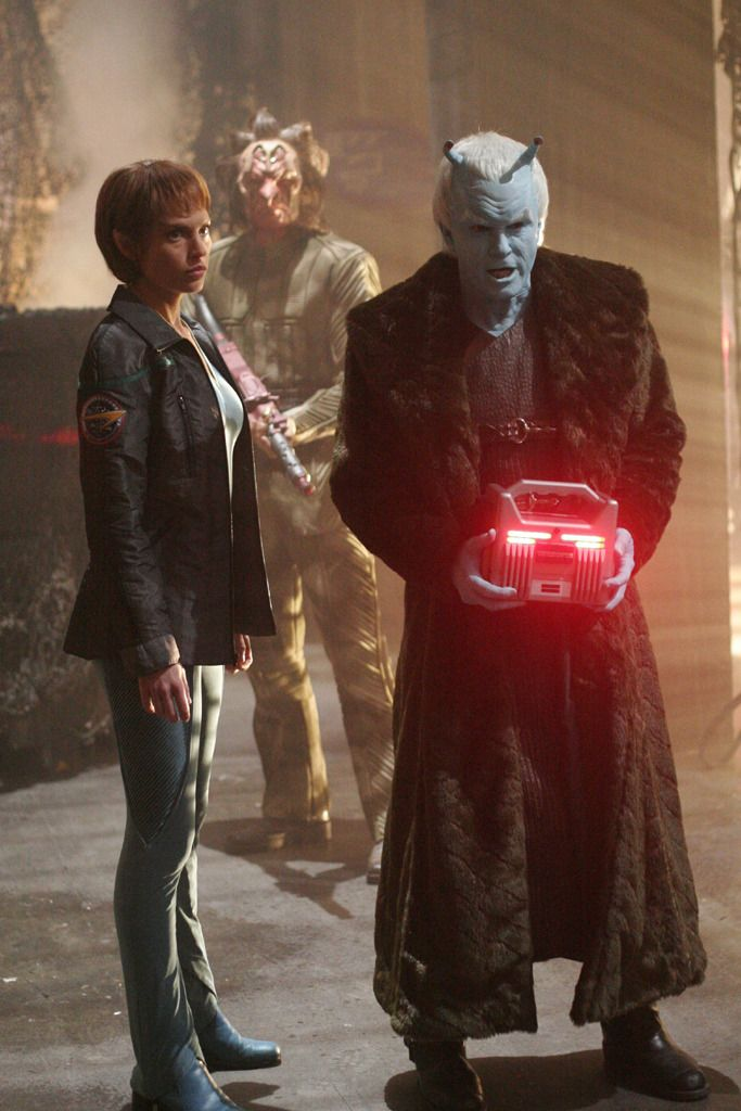 Shran! Ignore T'Pol. She's not there.