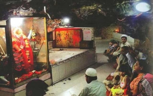Hinglaj Mata Mandir is a famous 'shakti peetha' of Goddess Sati. The cave temple is situated on the Hingol River Banks in Hinglaj, a town on the Makran coast in the Lasbela district of Balochistan,…
