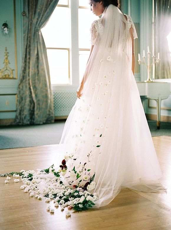 Sarah Seven Floral Wedding Gown http://weddingsparrow.co.uk/2014/08/18/organic-wedding-style-inspiration/