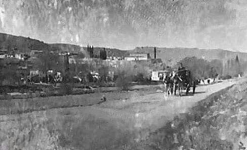 İlyas Peygamber Rum Ortodoks Manastırı'nın önünden bir zamanlar geçen yol. 1900'lerin başlarına kadar Buca'da köprü yokken ulaşım Yeşildere'den sağlanırdı. 1900'lerin başı.