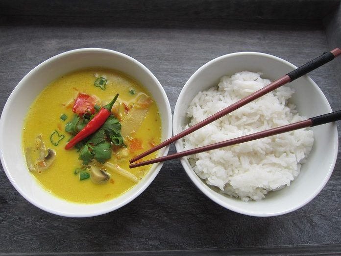 RECEPT: Originální thajské kari s kuřecím masem a zeleninou