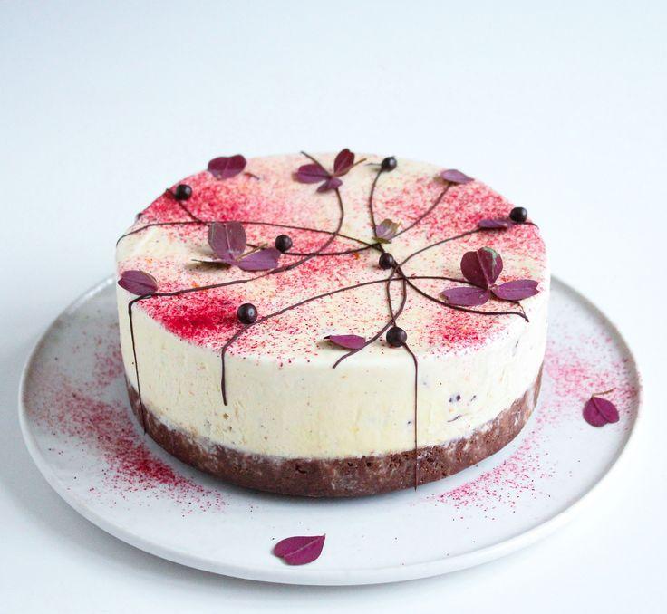 Islagkage med kirsebær og brownie bund