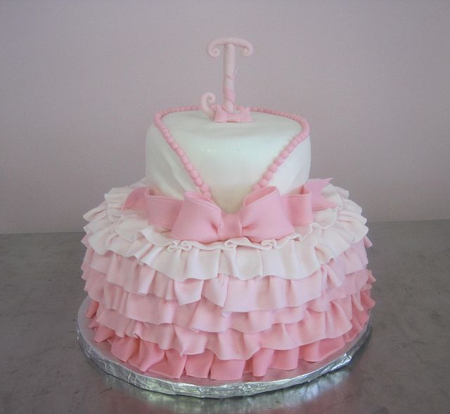 Pretty Ruffle cake by gigiscakeboutique, via Flickr