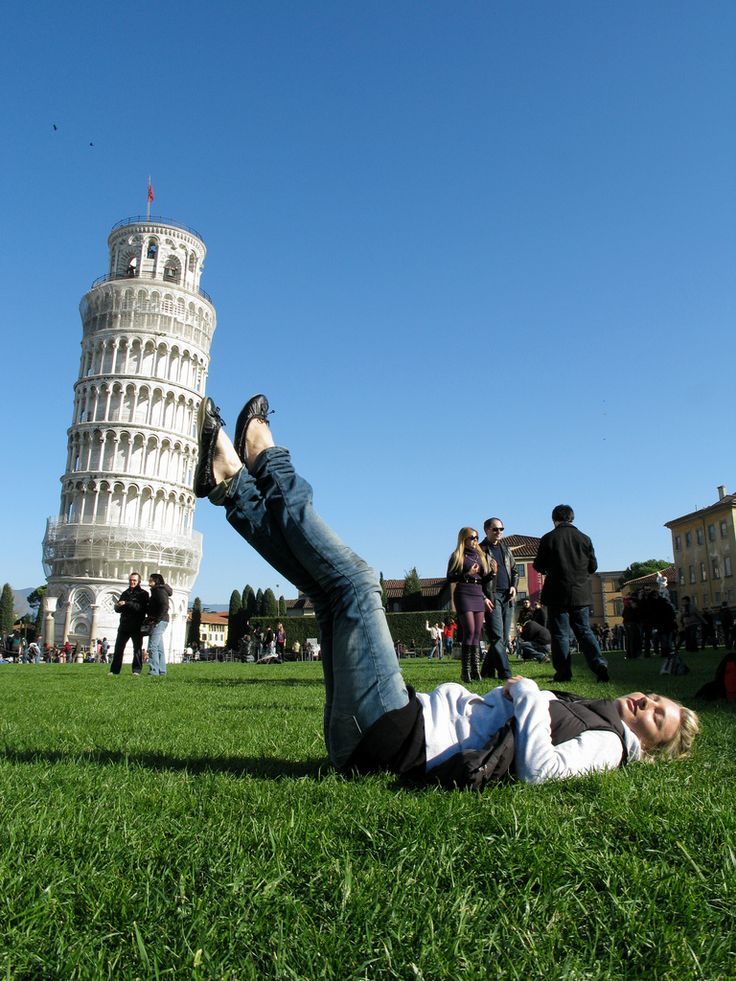 This is a crazy pic of the Leaning Tower of Pisa!