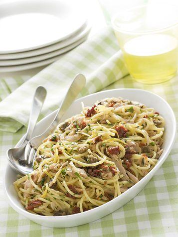 Spaghetti con tonno e pomodori secchi - Scuola di cucina - Donna Moderna